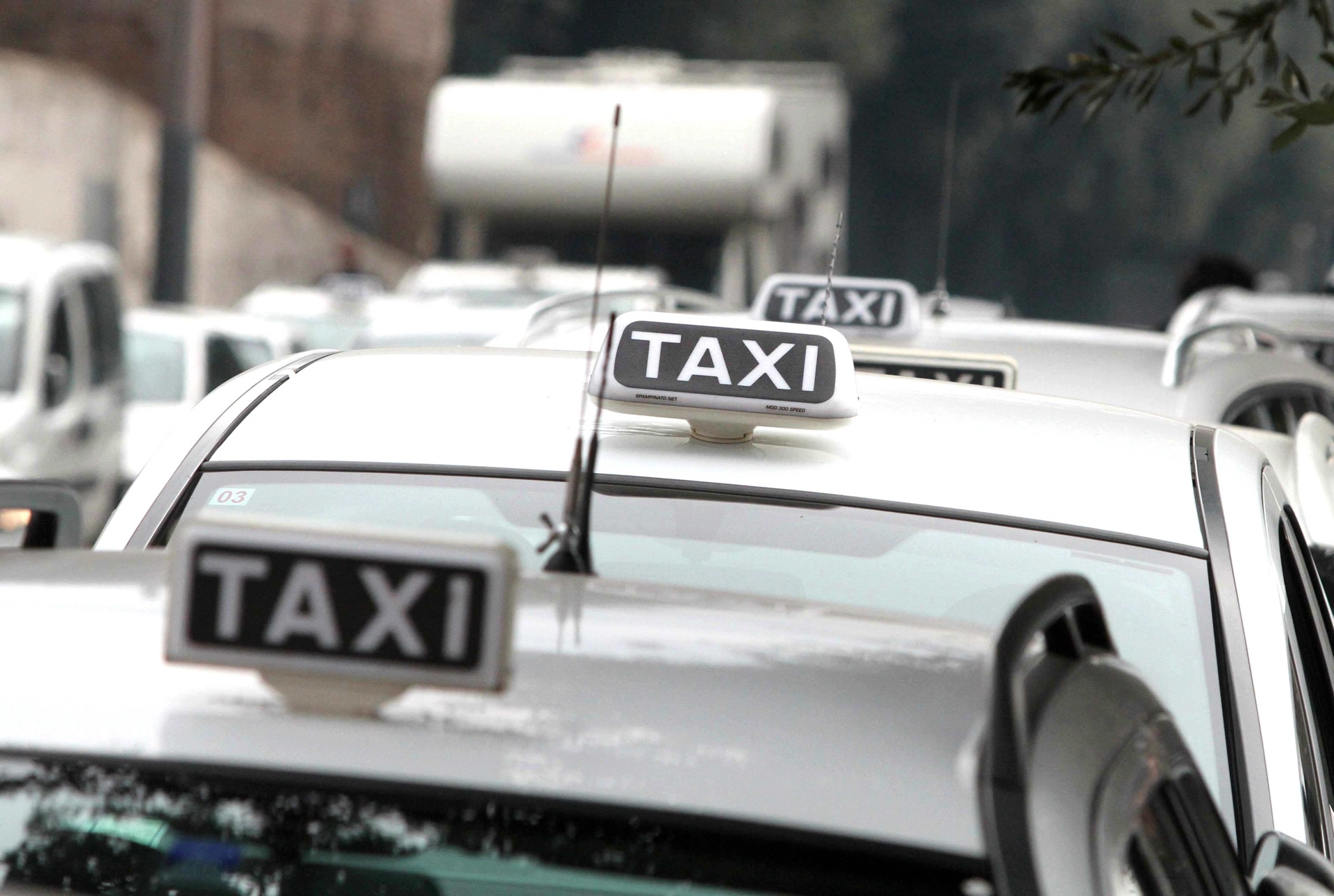 Taxi, in agguato trappole video-scandalistiche